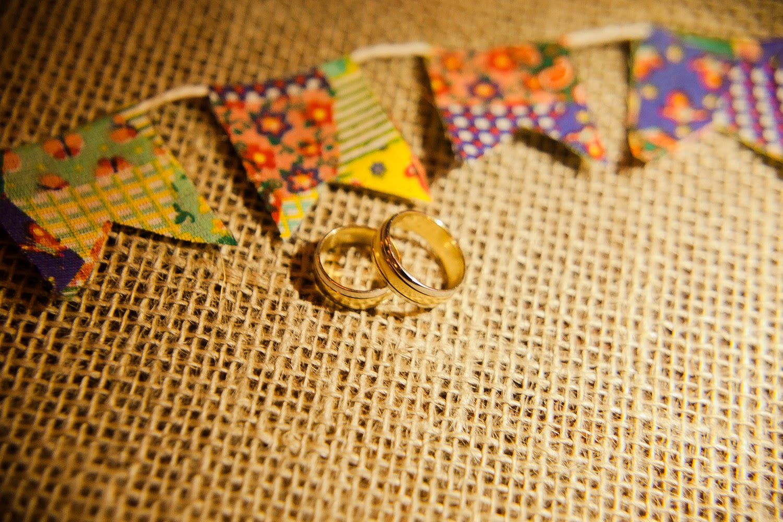 Recanto da Paz - Casamento com tema junino - Aliancas