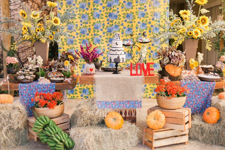 Recanto da Paz - Casamento com tema junino - Decoracao mesa do bolo